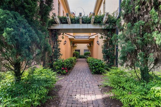 https://images.floridarealtors.org/ImagesHomeProd1/FL/idx/photos/bonitasprings/94/221052498.jpg