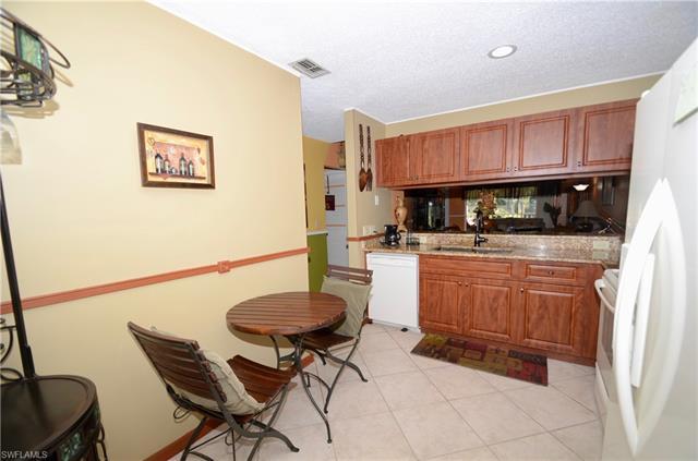5675 Whitaker Rd #b 201, Naples, Fl 34112