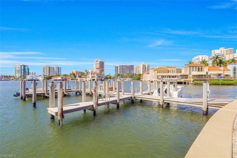 250 Park Shore Dr #103, Naples, Fl 34103