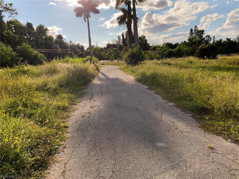 East Of Windsor On Boulevard S , Bonita Springs, Fl 34134