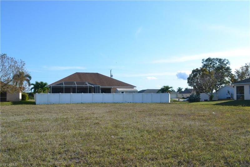 1718 Nw 18th Terrace, Cape Coral, Fl 33993