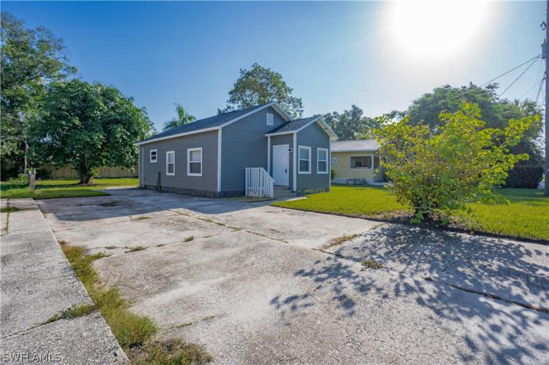 For Sale in TRAVERS AND HENDRYS SUBD FORT MYERS FL