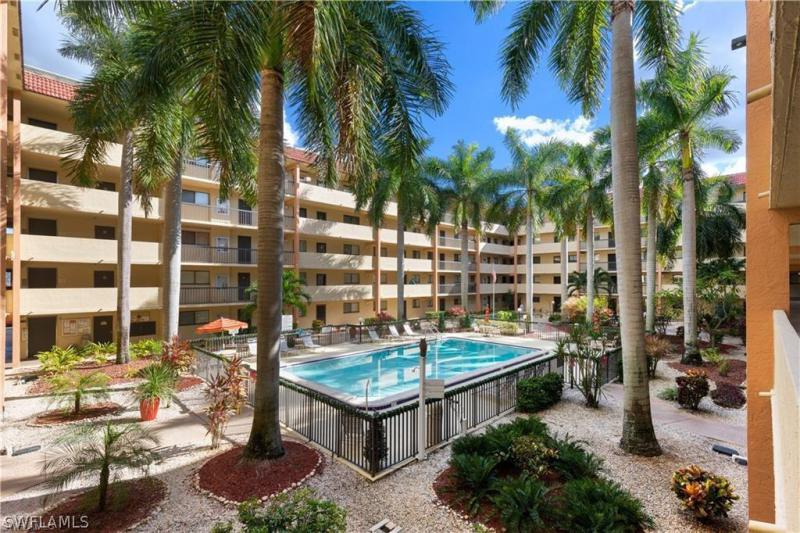 For Sale in CENTRE COURT CONDO Fort Myers FL