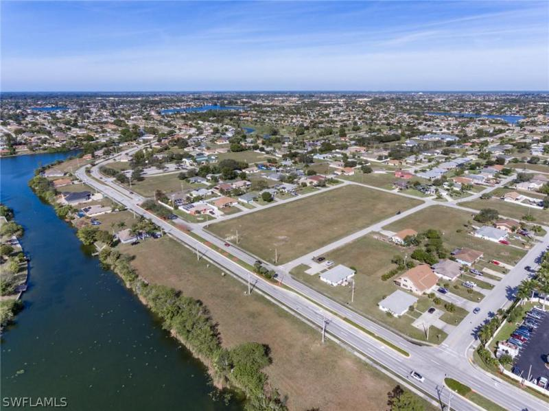 1121 Se 5th Court, Cape Coral, Fl 33990