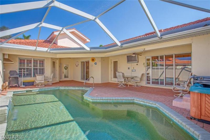 19558 Casa Bendita Court, Estero, Fl 33967