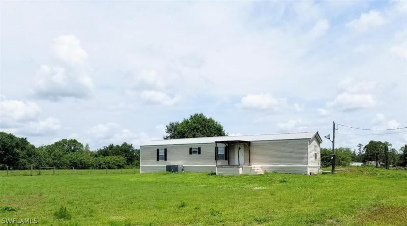 For Sale in  LABELLE FL