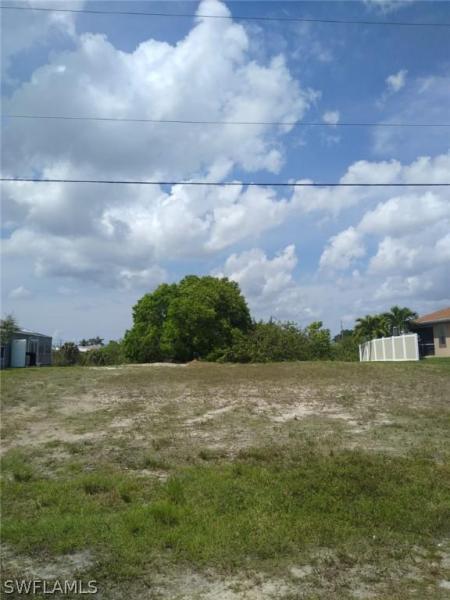 717 Nw 19th Terrace, Cape Coral, Fl 33993