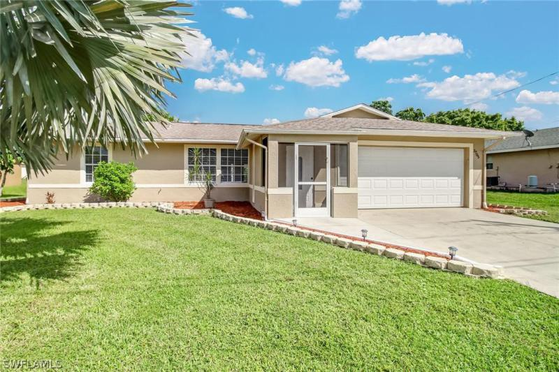 2705 Sw 15th Place, Cape Coral, Fl 33914
