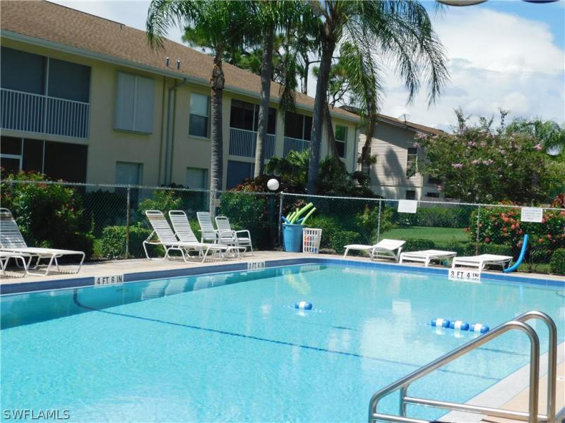 5705 Foxlake Drive #10, North Fort Myers, Fl 33917