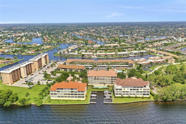 For Sale in PARADISE POINT CAPE CORAL FL