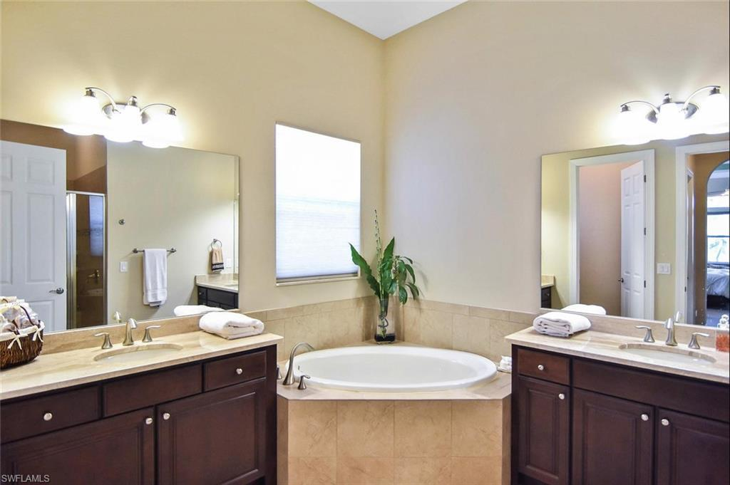 13701 Woodhaven Circle, Fort Myers, Fl 33905