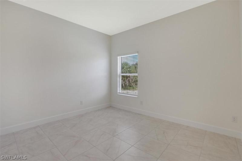 1814 Nw 37th Place, Cape Coral, Fl 33993