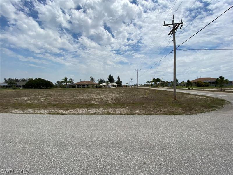 801 Nw 38th Place, Cape Coral, Fl 33993