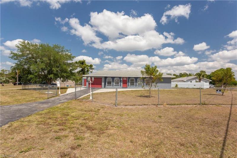 300 Schoolside Drive, Lehigh Acres, Fl 33936