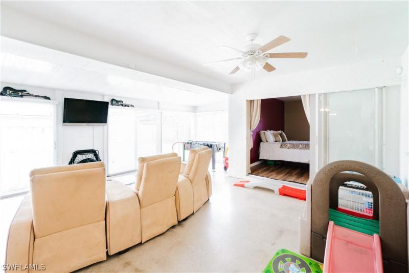 3527 Se 3rd Avenue, Cape Coral, Fl 33904