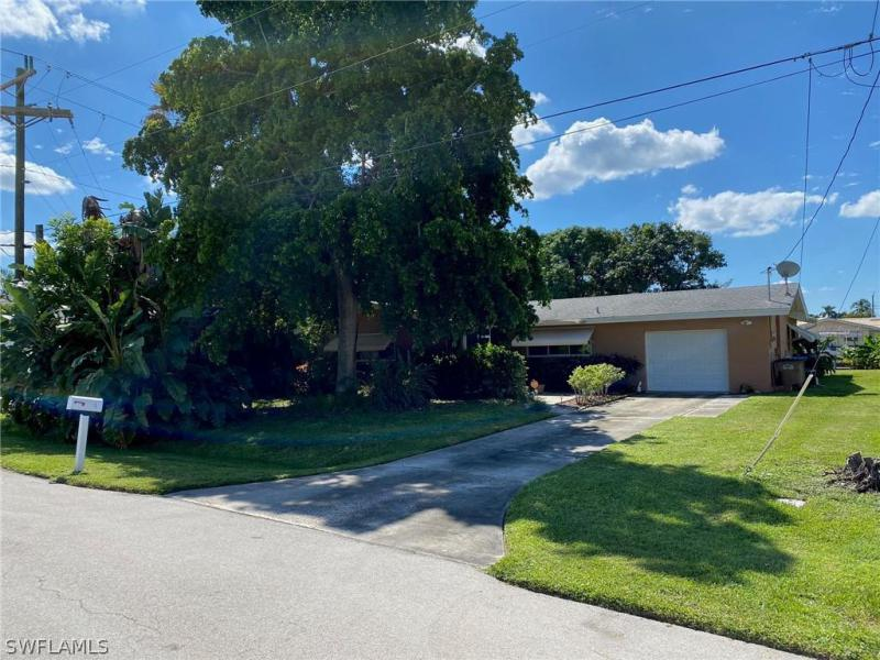 For Sale in YACHT CLUB CAPE CORAL FL