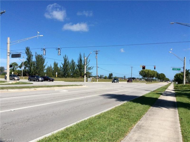 3706 Chiquita Boulevard, Cape Coral, Fl 33914