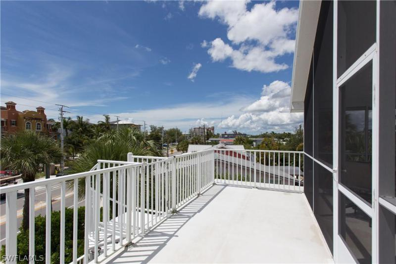 101 Eucalyptus Court, Fort Myers Beach, Fl 33931