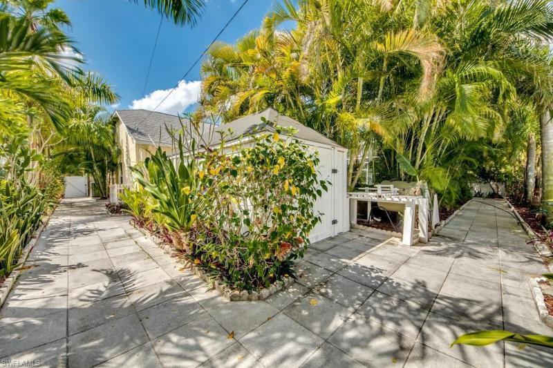 611 Se 29th Street, Cape Coral, Fl 33904