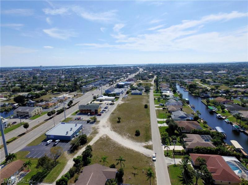 3727 Se 15th Place, Cape Coral, Fl 33904