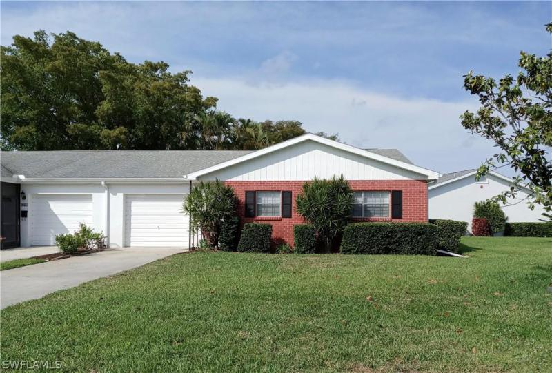For Sale in MYERLEE CIRCLE CONDO FORT MYERS FL