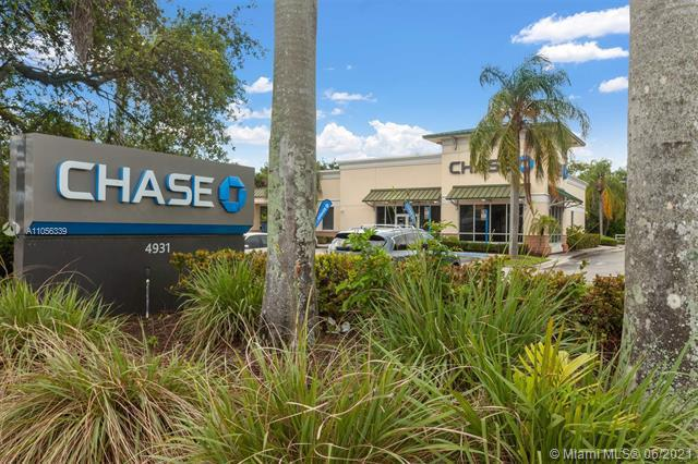 Commercial real estate in Green Acres
